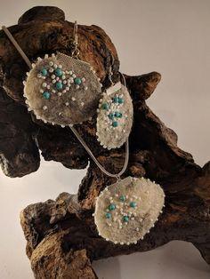 Hippie boho style gray felt pendant with earrings. Grey Fashion, Boho Fashion, Jewelry Sets, Unique Jewelry, Boho Style, Hippie Boho, Women's Accessories, Felt, Wool