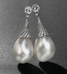 Découvrez un nos magnifiques colliers pierre de lune ! Vous découvrirez un grand nombre de colliers différent ! N'hésitez pas à venir jeter un coup d'oeil à notre boutique Pierre-lune.fr ! Vous ne serez pas déçue ! Pearl Bracelet, Pearl Jewelry, Pearl Earrings, Diamond Earing, Sea Pearls, Edwardian Fashion, Baroque Pearls, Beautiful Earrings, Diamond Cuts