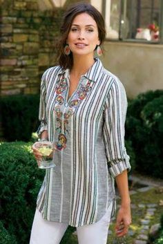 Aruba Pullover - Floral Top, Paisley Top, Womens Striped Button Up Kurta Designs, Blouse Designs, Modest Fashion, Fashion Outfits, Hippie Chic Fashion, Fashion Shirts, Fashion Trends, Short Tops, Elegant Outfit
