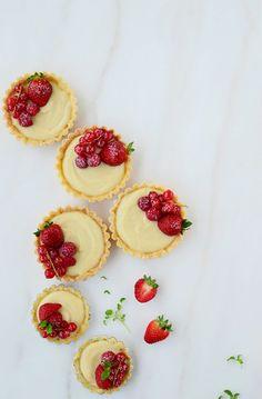 Tartaletas-de-crema-pastelera-con-frutas-roja3jpg