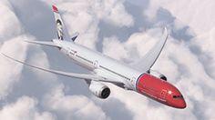 Norwegian inaugura con un 787 Dreamliner i collegamenti a tariffe basse. Al via la rotta Roma-New York da 179 euro per tratta. In cabina un comandante italiano. Dal 9 novembre apre il collegamento con Los Angeles e a febbraio quello con San Francisco