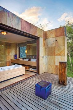 soak up the savannah at AndBeyond Phinda Homestead in South Africa Indoor Outdoor Bathroom, Outdoor Baths, Outdoor Decor, Outdoor Showers, Outdoor Spa, Places In Melbourne, Sunken Tub, Garden Shower, Cool Swimming Pools