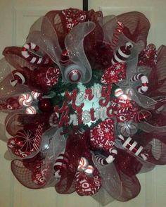 CANDY CANE CHRISTMAS DECO MESH WREATH