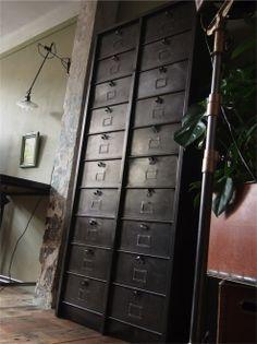 ancien grand meuble 20 casiers industriel strafor
