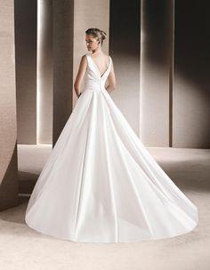RALEA - Princess wedding dress with V-neck | La Sposa