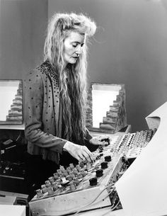 This pioneering electronic music composer, known for her house-filling installations, died in Can her work live on without her? Sound Art, Sound Of Music, Foley Sound, Recording Studio Design, The New Wave, Music Composers, Dj Music, Electronic Music, Techno