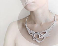 luce collana uncinetto beige pizzo okapi - Parigi - Francia - istruzione gioielli - collana di nozze - Primavera moda