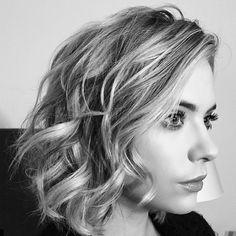 Picture perfect curls on Ashley Benson. | Pretty Little Liars