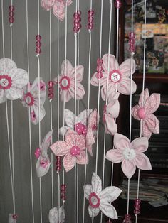 Eu já havia feito uns posts sobre cortinas aqui e aqui , mas o leque de ideias para o uso em cortinas é imenso. Este post trata das  cor...