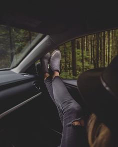 Adventuring with to a favourite spot outside the city. All the fog green for days ultimate west coast. Portrait Photography Poses, Photography Poses Women, Photo Poses, Creative Photography, Tumblr Fall Pictures, Car Pictures, Aesthetic Photo, Girl Photos, West Coast