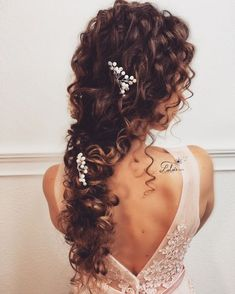 Wedding Hairstyles 29 Ideas for hairstyles boho updo.Wedding Hairstyles 29 Ideas for hairstyles boho updo Curly Bridal Hair, Curly Hair Updo, Long Curly Hair, Bridesmaid Hair Curly, Medium Hair Styles, Curly Hair Styles, Natural Hair Styles, Bride Hairstyles, Curly Wedding Hairstyles