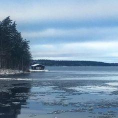 Kun maass on hanki ja järvet jäässä ja silmä sammunut auringon kun pääsky pitkän on matkan päässä ja metsä autio lauluton käy lämmin henkäys talvisäässä kun joulu on kun joulu  #joulu #maisema #cristmas #nature #finland #suomi #imatra #talvi #winter #lake #järvi