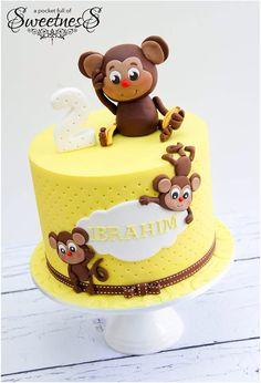 little monkey birthday cake Fancy Cakes, Cute Cakes, Fondant Cakes, Cupcake Cakes, Kid Cakes, Monkey Birthday Cakes, Monkey Cakes, Safari Cakes, Jungle Cake