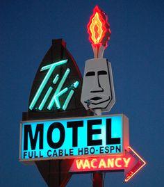 Neon Tiki Motel sign. Old Neon Signs, Vintage Neon Signs, Old Signs, Vintage Tiki, Vintage Style, Advertising Signs, Vintage Advertisements, Tiki Lounge, Neon Nights