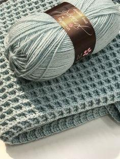 Gratis haakpatroon voor het haken van een ledikantdeken in de wafelsteek. Crochet Afghans, Crochet Afghan Stitch, Crochet Stitches, Stitch Patterns, Knitting Patterns, Crochet Patterns, Love Crochet, Diy Crochet, Crochet Patron