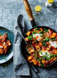 What does Joe Wicks cook for friends and family? This healthy sweet potato recipe is always a crowd-pleaser at Body Coach towers Sweet Potato Recipes Healthy, Vegetarian Recipes, Healthy Recipes, Bodycoach Recipes, Healthy Meals, Healthy Suppers, Healthy Food, Recipies, Healthy Options