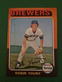1975 Topps  #223 Robin Yount Rookie RC Brewers Very Nice Card Sharp Corners