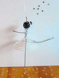 Danseuse en fil de fer - blanche : Accessoires de maison par atout-haz-art
