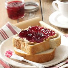 Tri-Berry Jam Recipe -My mother-in-law and I dreamed up this jam after we'd been picking blueberries one day. Fresh Raspberry Recipes, Strawberry Recipes, Jam Recipes, Canning Recipes, Holiday Recipes, Recipies, Stevia, Strawberry Rhubarb Jam, Blueberry Jam