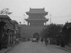 Pingyao - Die besterhaltenste Stadtmauer in China im Braunkohledunst – Der Weg von Datong nach Xi´an mit dem Zug ist lang. Wir nehmen den Nachtzug und kommen more pictures here https://www.overlandtour.de/pingyao-die-besterhaltenste-stadtmauer-in-china-im-braunkohledunst/