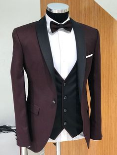 Product : Capstone Slim Fit Claret Red Tuxedo color code : CLARET RED Size : EU [ ] Suit material: Polyester, Viscose Machine washable : No Fitting : Regular Slim Fit Remarks: Dry Cleaning only Tuxedo Colors, Red Tuxedo, Tuxedo Suit, Tuxedo For Men, Costume Africain, Blazer Outfits Men, Men Blazer, Prom Suits For Men, Gilet Costume