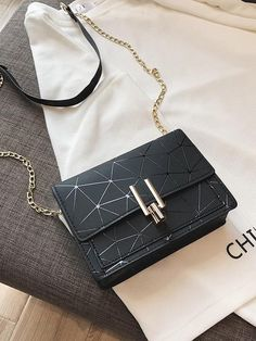 Bags 558939003758175482 - Geometric Print Chain Crossbody Bag Source by doreeancoffeeba Black Handbags, Purses And Handbags, Leather Handbags, Cheap Handbags, Handbags Online, Trendy Purses, Cute Purses, Popular Purses, Cheap Purses