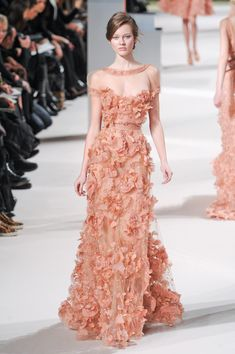 Luscious Glamour: Elie Saab Spring/Summer 2011 Couture Collection - Belle The Magazine - Luscious Glamour: Elie Saab Spring/Summer 2011 Couture Collection – Belle the Magazine . Elie Saab Couture, Valentino Couture, Chanel Couture, Ellie Saab, Style Couture, Haute Couture Fashion, Spring Couture, Beautiful Wedding Gowns, Beautiful Outfits