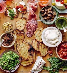 This Bruschetta Bar looks and sounds like a great idea! How To: Bruschetta Bar // What's Gaby Cooking Bruschetta Bar, Bruschetta Recipe, Homemade Bruschetta, Whats Gaby Cooking, Tasty, Yummy Food, Cooking Recipes, Healthy Recipes, Cheap Recipes