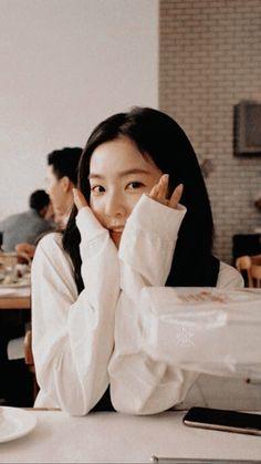Check out Black Velvet @ Iomoio Red Velvet アイリーン, Irene Red Velvet, Seulgi, Boyfriend Girlfriend, Korean Girl, Asian Girl, Velvet Wallpaper, Red Velvet Cookies, Ulzzang Girl