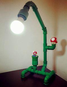 Fácil de fazer, DIY de decoração: Luminária de mesa dos encanamentos do Mario Bros. Mais fácil ainda se tiver os brinquedinhos do Mc Donald's para compor!