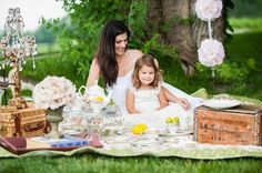 Vintage Tea Party photo session, such an adorable idea. Tea Party Photography, Photography Mini Sessions, Photo Sessions, Vintage Photography, Mom Daughter Photography, Children Photography, Family Photography, Mother's Day Photos, Party Photos