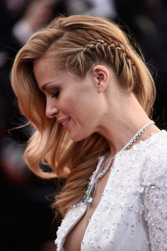 26 Devastatingly Gorgeous Celebrity Beauty Looks From Cannes 2015 - Trança embutida lateral – Celebrity Hair and Makeup at Cannes Film Festival 2015 Evening Hairstyles, Party Hairstyles, Celebrity Hairstyles, Cool Hairstyles, Hairstyle Ideas, Everyday Hairstyles, Hair Ideas, Hairstyles With Braids, Elegant Hairstyles