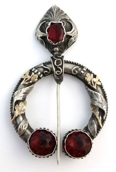 45f148b1408 Ancienne fibule broche provencale argent massif et or pierres rouges XIXeme
