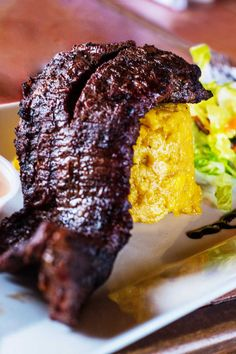 Mofongo served with churrasco or skirt steak for the win. Puerto Rican Dishes, Puerto Rican Cuisine, Puerto Rican Recipes, Mexican Food Recipes, Cuban Cuisine, Churrasco Recipe, Mofongo Recipe, Pastelon Recipe, Recetas Puertorriqueñas
