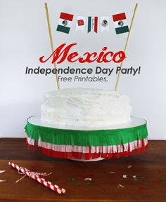 Mexico Independence Day Party : Free Printables! Cake banner, cupcake toppers and party printables. Celebra El Dia de la Independencia de Mexico! #HispanicHeritageMonth
