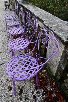 Row of purple chairs inspiring you to spray your chairs with the new Amy Howard At Home purple lacquer colors - violet tulip pantone Purple Love, Purple Lilac, All Things Purple, Shades Of Purple, Deep Purple, Magenta, Purple Stuff, Color Splash, Gardens