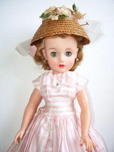 Vintage Ideal Revlon Doll This was my Barbie Old Dolls, Antique Dolls, Vintage Dolls, Brian Froud, Vladimir Kush, Kay Nielsen, Carl Larsson, Beatrix Potter, Revlon