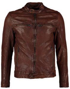 Til efteråret er en læderjakke til mænd et glimrende alternativ til en traditionel overgangsjakke. Se med her, hvor du finder 10 lækre læderjakker til mænd. Der er mærker fra Versace Collection, ENSO ART, levi's, Ralph Lauren med flere.