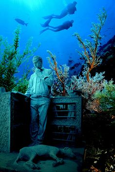 Cancun's Underwater Museum, statues under the sea make worldwide news. Underwater Sculpture, Underwater Art, Underwater Photography, Sculpture Art, Sculpture Museum, Cozumel, Cancun Mexico, Sunken City, Mexico Vacation