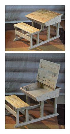 Small desk for children (2 to 5 years old) entirely made of recycled pallet wood. Petit bureau pour enfant de 2 à 5 ans entièrement réalisé en bois de palette. #Children, #PalletDesk, #Recycled