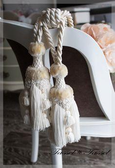 試作です♪リネンのホワイトタイバックの画像   カルトナージュとタッセル TiAMo 奈良 Tassel Curtains, Passementerie, Window Treatments, Sewing Crafts, Tassels, Craft Projects, Ornaments, Fabric, Knots