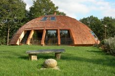 Alliez le design à l'écologie et vous obtiendrez le Domespace : une maison sphérique utilisant le liège comme isolant thermique. Pour en savoir plus sur cette maison respectueuse de l'environnement, lisez notre article sur http://blog.designity.fr/architecture-ecologie-domespace/