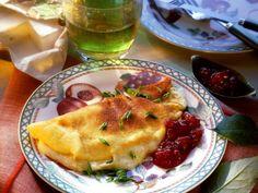 Leckeres Abendbrot: Camembert-Omelett mit Preiselbeeren | Zeit: 15 Minuten |