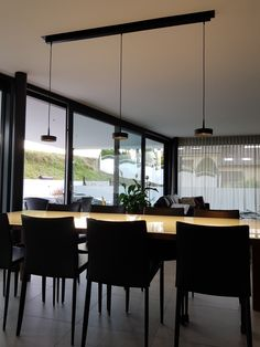 Esstischleuchte Conference Room, Dining Table, Furniture, Home Decor, Homes, Food, Dinning Table, Meeting Rooms, Interior Design