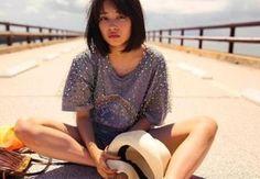広瀬すずが、フォトブック「17才のすずぼん。」を3月19日に発売します。同作は年齢にちなみ、17章で構成。