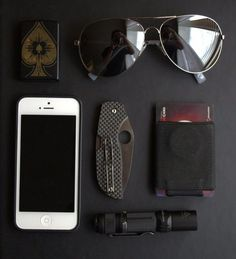 Minimalist Carry - We all know that feeling when your pants are uncomfortably heavy because of all your awesome EDC gadgets. Edc Gadgets, Cool Gadgets, Edc Tools, Survival Tools, We Carry On, Edc Everyday Carry, Edc Gear, Tactical Knives, Folding Knives