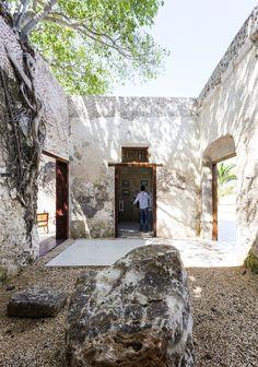Niop Hacienda / AS Arquitectura + - Champoton, Campeche, Mexico - Photo © David Cervera Castro Design Exterior, Interior And Exterior, Sustainable Architecture, Interior Architecture, Garden Architecture, Contemporary Architecture, Outdoor Spaces, Outdoor Living, Different Architectural Styles