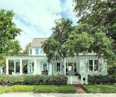 20 Favorite Exterior Paint Colors + Doors and Trim White Exterior Paint, Exterior Paint Colors, Exterior House Colors, Cottage Exterior, Exterior Siding, Paint Colours, Exterior Design, Side Porch, Front Porch