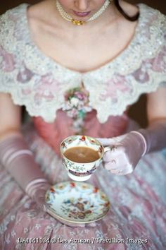 Tea and victorian fashions. I was absolutely born too late. Momento Cafe, Victorian Tea Party, Afternoon Tea Parties, Victorian Women, My Tea, Vintage Tea, Vintage Party, High Tea, Drinking Tea