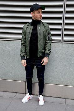 Green Bomber Jacket styled with Black Sweater, Denim Jeans and round off this look by wearing White Sneakers Men Looks, Green Bomber Jacket Outfit, Men's Jacket, Outfits Pantalon Negro, Best White Sneakers, Estilo Street, Look Man, Black Turtleneck, Running Shoes For Men